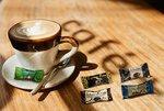 Vorschau: Lieblinge an der Tasse als Tassenbeigabe von Hellma: Haselnuss in Vollmilchschokolade
