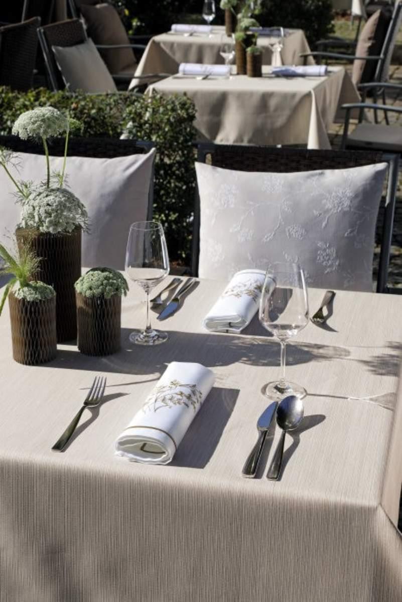 Pflegeleichte Tischwäsche mit natürlicher Optik