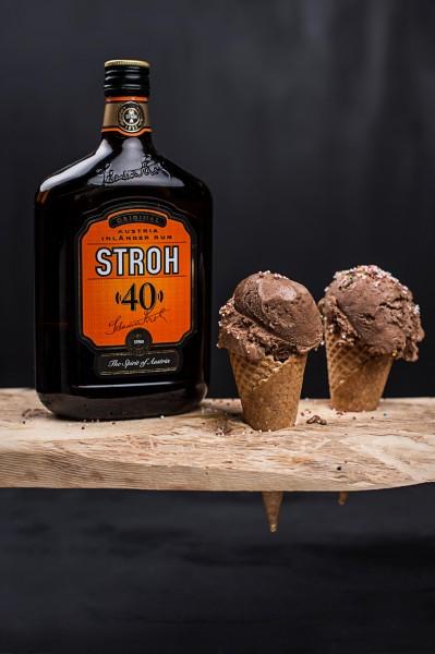 STROH-Schokoladen-Eis-mit-Flasche-KLEIN