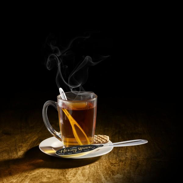 Mit dem neuen Honey Spoon von Hellma lassen sich Tee und Co. perfekt süßen. (Bildrechte/Urheber: Hellma)
